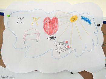 Papierwolke mit bunter Zeichnung von Wohntraum