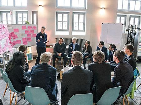 Moderation der Arbeitsgruppe mit Jugend Forscht Alumni
