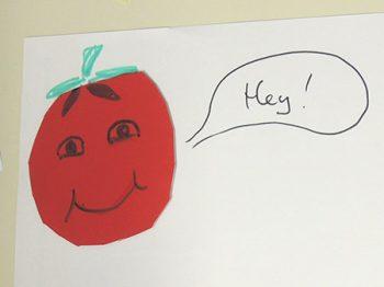 tomate aus tonpapier mit sprechblase auf papier